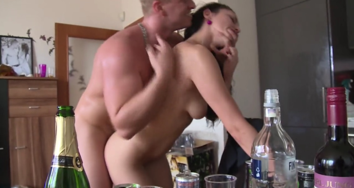Amateur threesome homemade