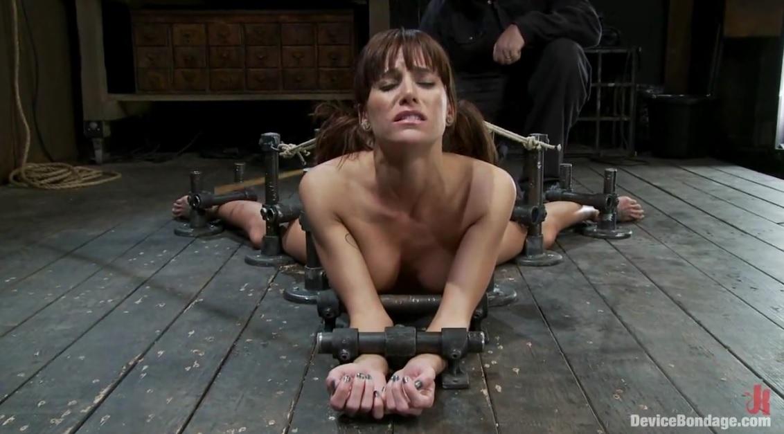 Slut Gets Fucked With Machine.