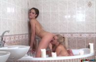 Girlfriends – Bath Time With Miky Love And Daisy Lee
