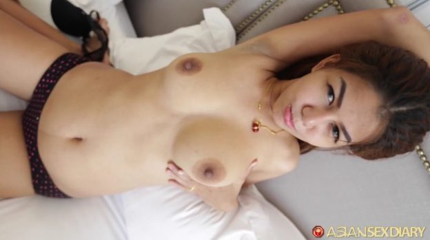 Super Cute Asian Babe Has Sex In The Hotel.