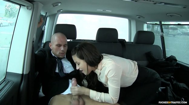 Hot Chick Fucks a Drivers in the Backseat